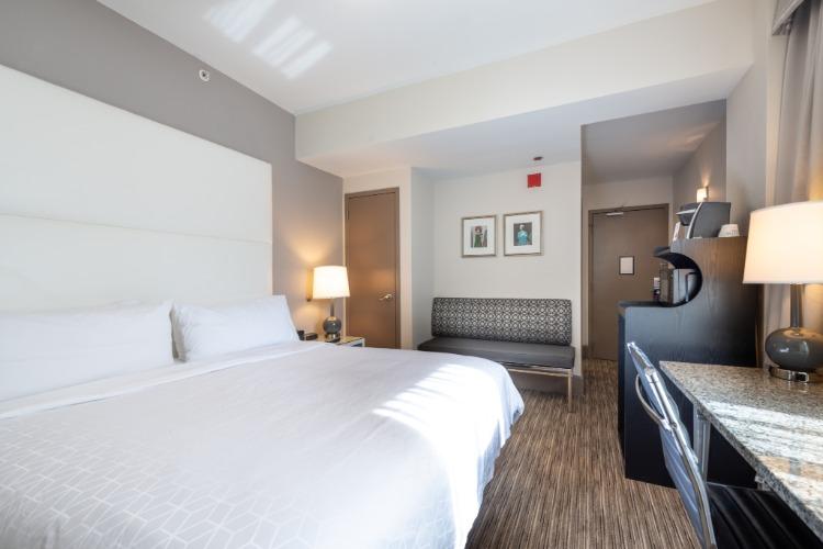Hotel Cass guest room