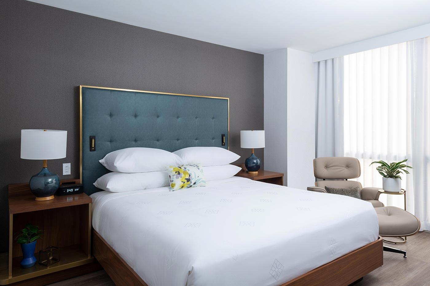 Hotel Essex bedroom