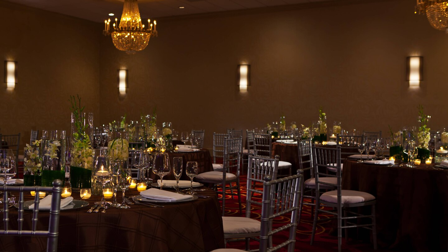 Renaissance North Shore Ballroom dining setup