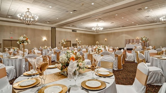 Wilmington Doubletree ballroom wedding reception setup