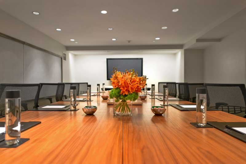 Hotel Felix Meeting Room with flowers on table