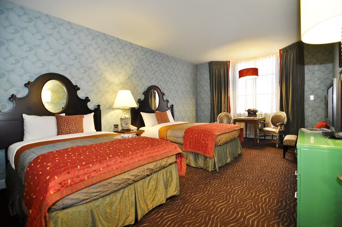 carriage inn double bed room