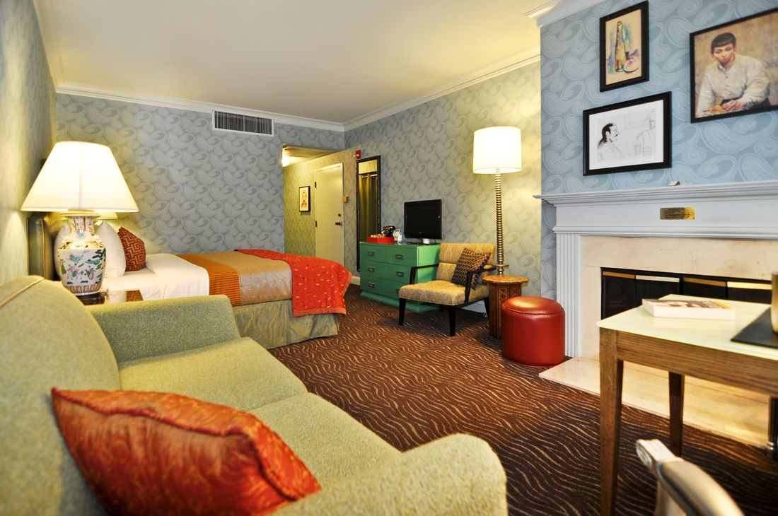 carriage in fireplace suite full room