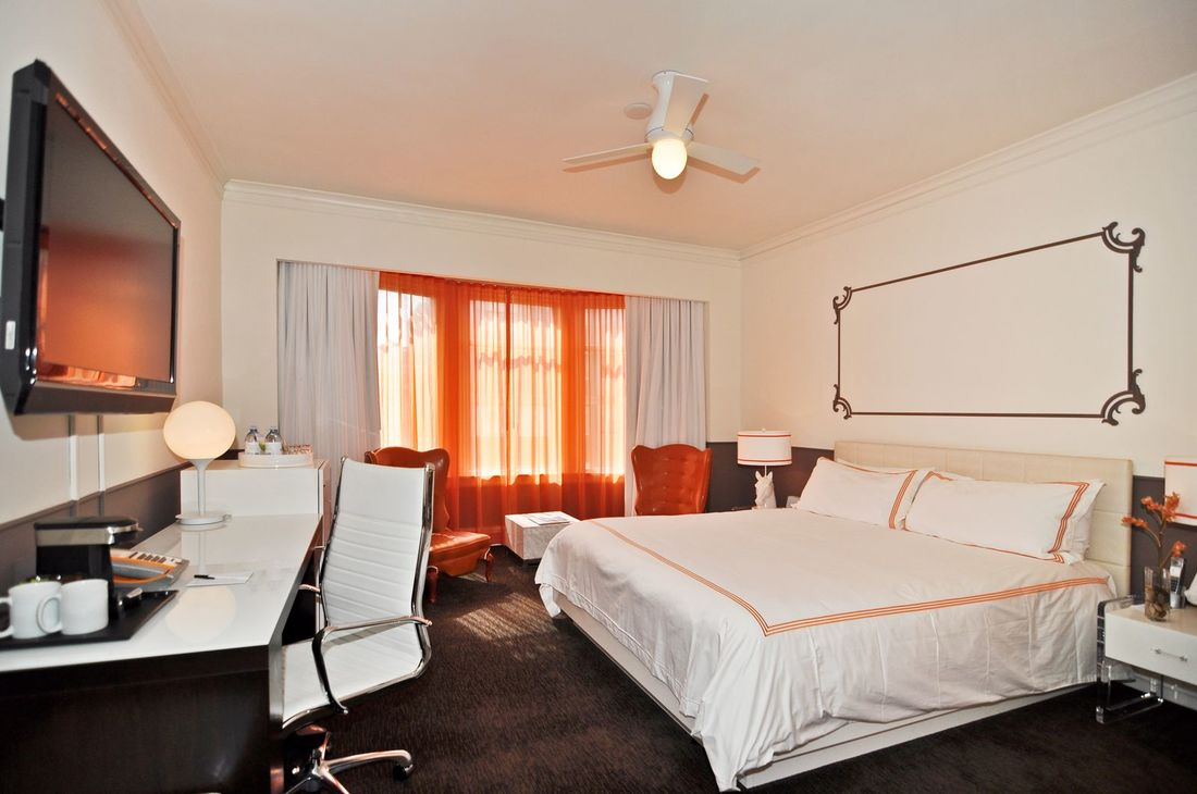 hotel vertigo king bed and tv