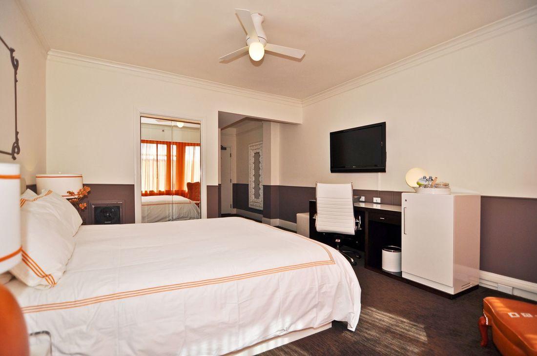 Hotel vertigo king bed space