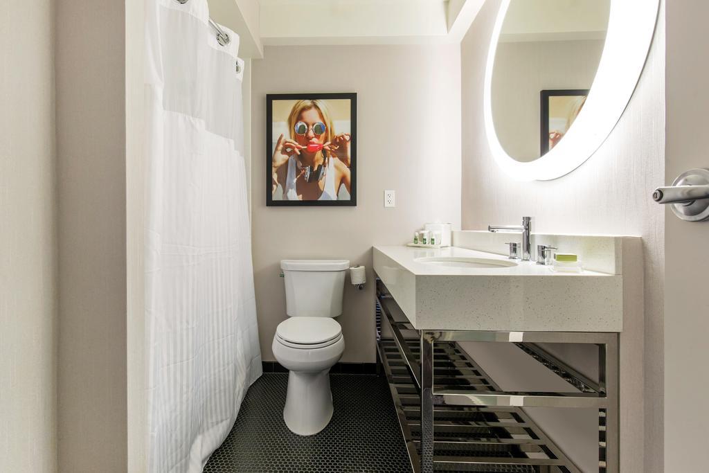 Hotel 166 Bathroom