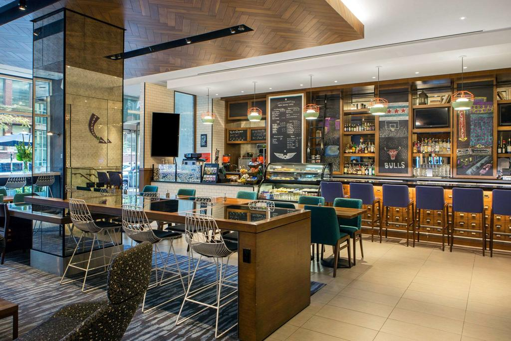 Hotel 166 Bar